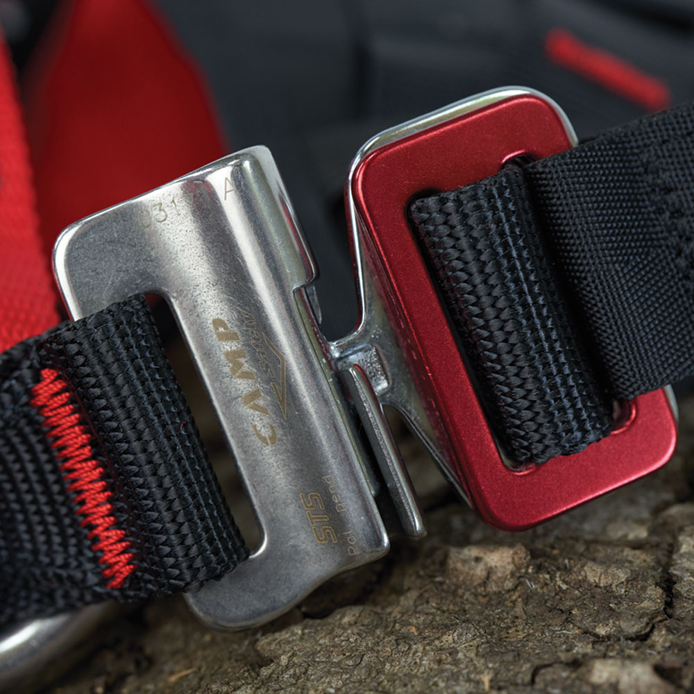 Patented STS automatic buckles on the leg loops.